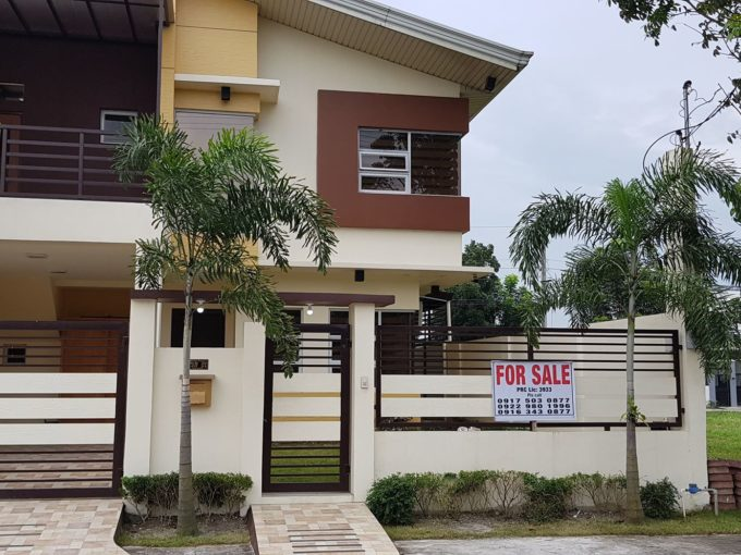 4 bedrooms semi-furnished house and lot in Clark Manor
