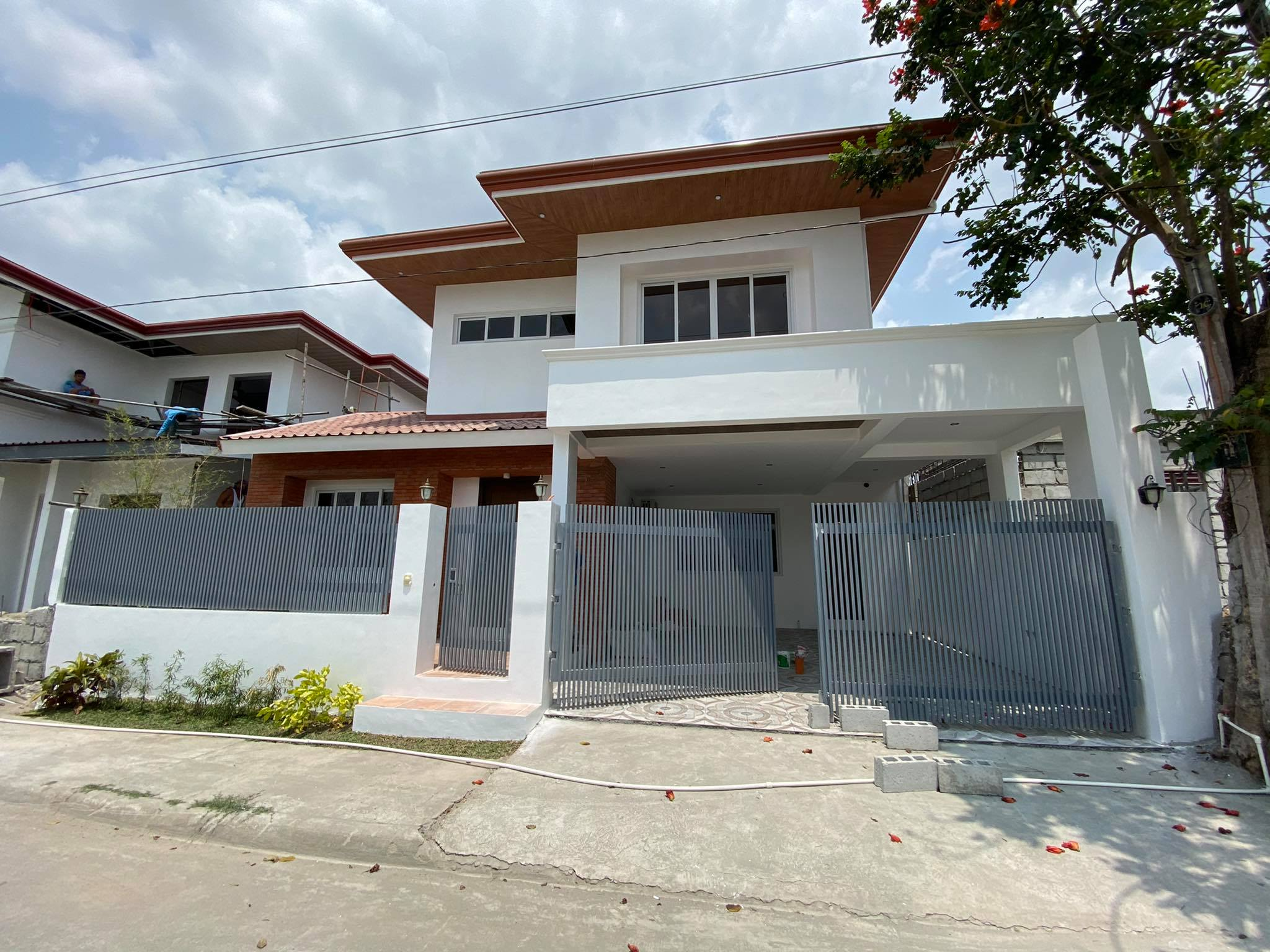 4 bedrooms house and lot in Telabastagan San Fernando for sale!